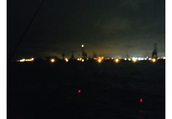 東扇島西公園の夜釣りでタチウオ・イカが掛かるも・・・